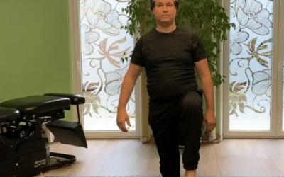 Egy lábon állás lábfej körzéssel mozdulat